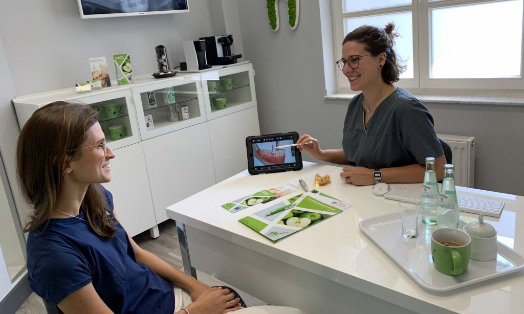 Zahnarzt-Heinsberg - modernes Besprechungszimmer